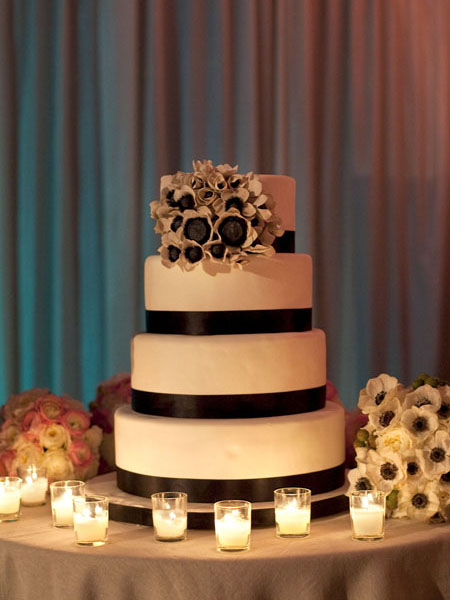 ADominickEvents_AnemoneWeddingCake