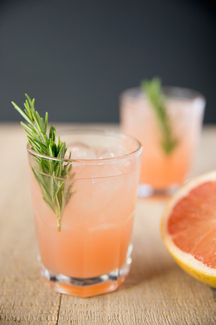 Rosemary-Greyhound-Cocktail-vodka-grapefruit-with-rosemary-infused-simple-syrup-1