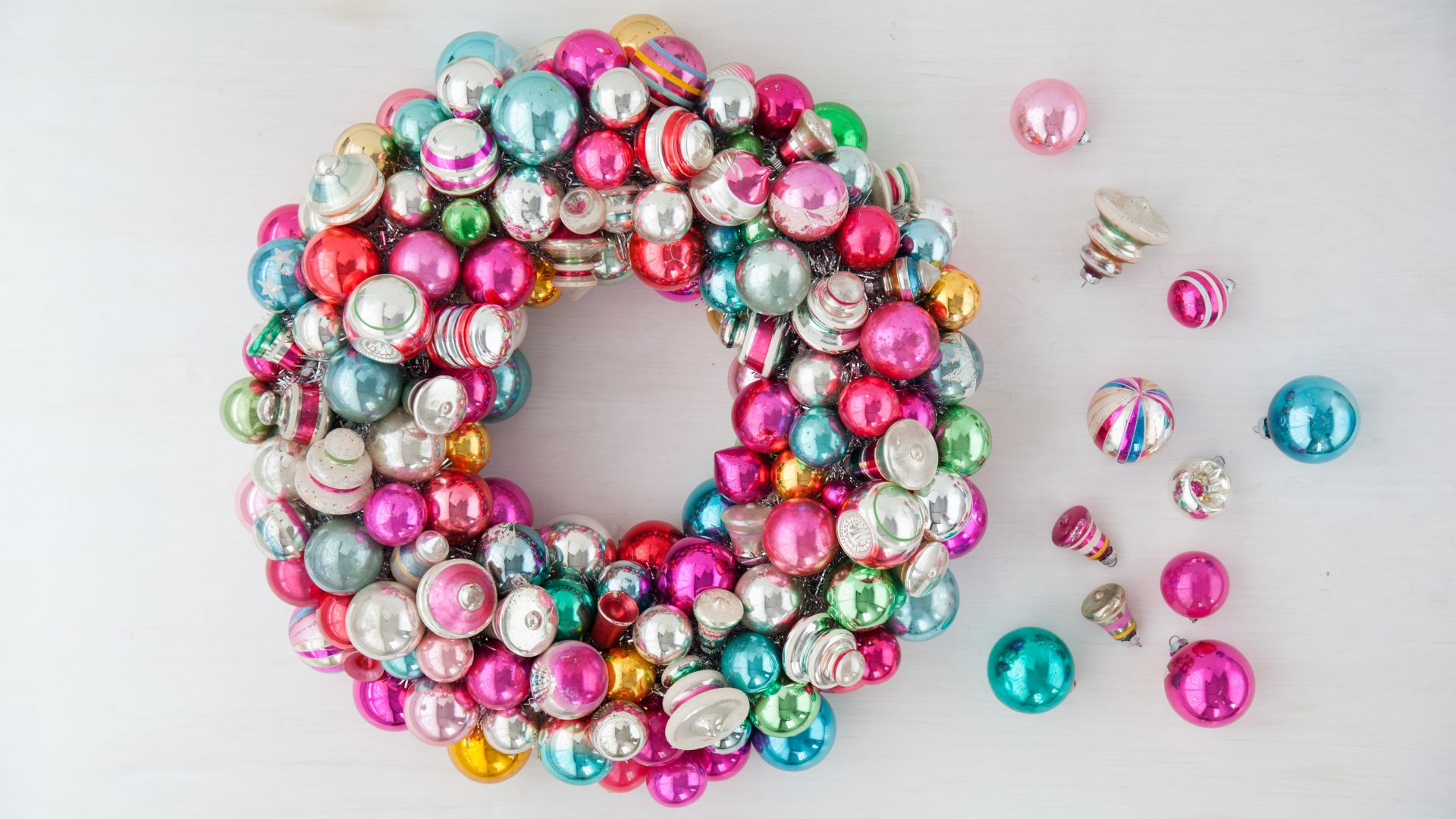 vintage-ornaments-wreath-how-to-d110740-0634_horiz